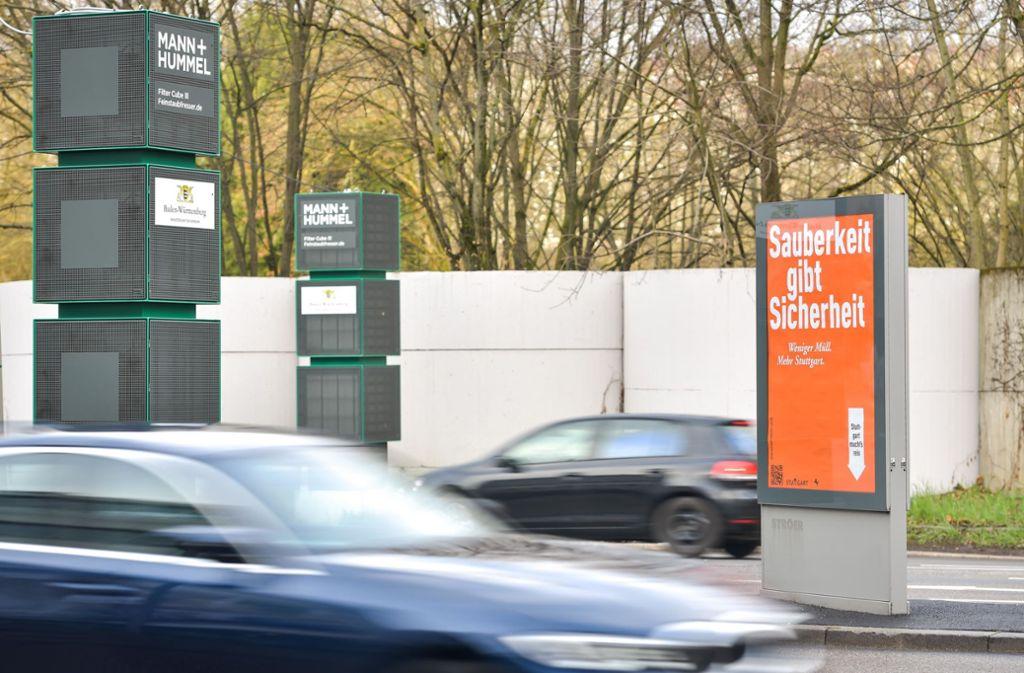 Mit einer ganzen Reihe von Maßnahmen versucht das Land, weitere Fahrverbote in Stuttgart zu verhindern. Dazu gehören auch Filtersäulen. Foto: Lichtgut/Max Kovalenko