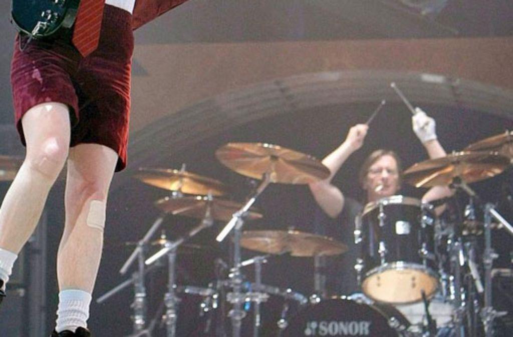 Die Beweise gegen AC/DC-Schlagzeuger Phil Rudd reichen nicht aus. die Anklage wegen Anheuerns eines Auftragskillers wurde fallen gelassen. Foto: dpa