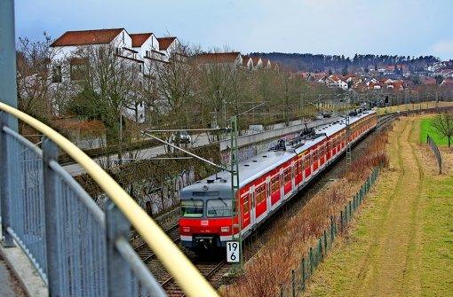 Die Kritiker der Fildertrasse  sehen  einen Nachholbedarf  in Sachen Lärmschutz, beispielsweise in Oberaichen. Foto: Achim Zweygarth