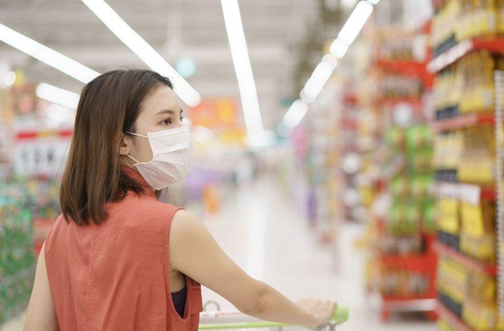 Einkaufen ist in der Corona-Krise das neue Ausgehen. Wir haben Tipps gegen die Corona-Tristesse. Foto: Shutterstock/ MBLifestyle