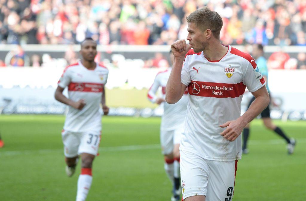 Simon Terodde trifft beim 2:1 des VfB Stuttgart gegen den SV Sandhausen doppelt. Foto: dpa
