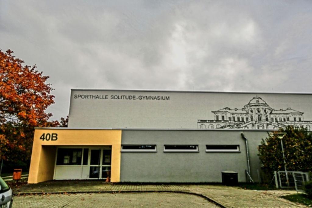 270 Flüchtlinge sollen in der Sporthalle des Weilimdorfer Solitude-Gymnasiums unterkommen. Foto: Lichtgut/Leif Piechowski