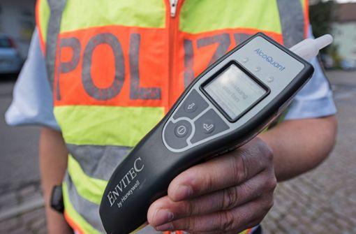 Betrunkener Autofahrer fährt ohne Führerschein