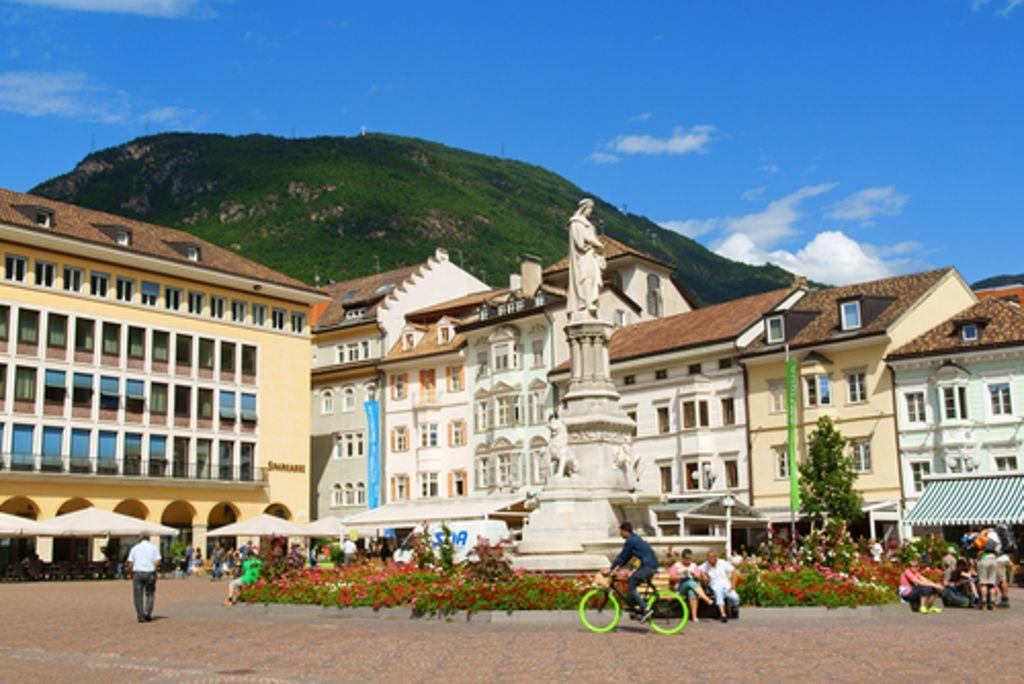 Bozen ist der Startpunkt für die Tour bis nach Meran. Foto: Shutterstock/Massimiliano Pieraccini