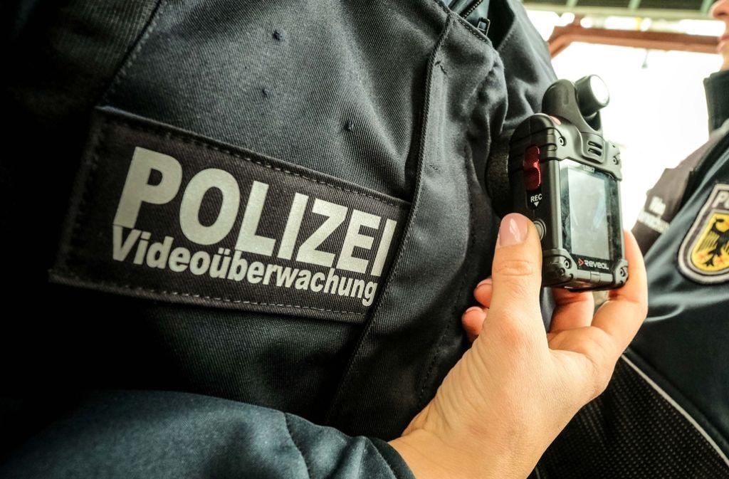 Kleine Kameras an der Uniform werden in Stuttgart getestet. Foto: Lichtgut/Leif Piechowski