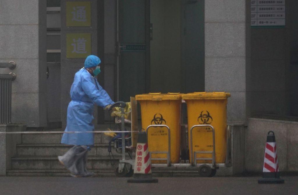 Bei Menschen in China ist die neue Erkrankung zum allgegenwärtigen Thema geworden. Foto: dpa/Dake Kang