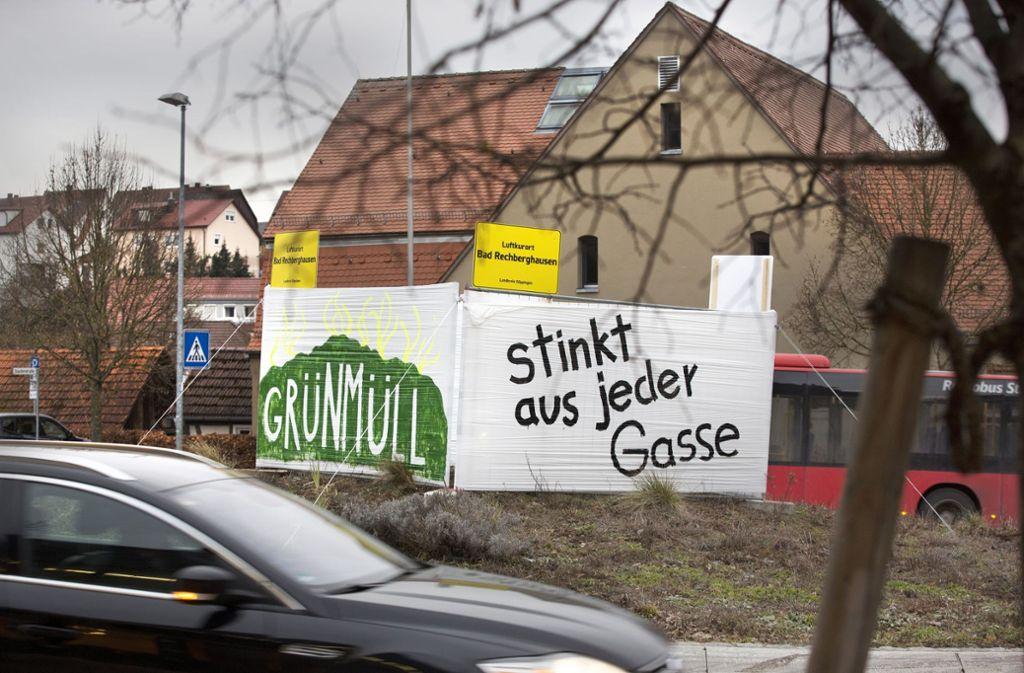 Am Kreisverkehr in Rechberghausen war Amok wieder kreativ. Foto: Horst Rudel