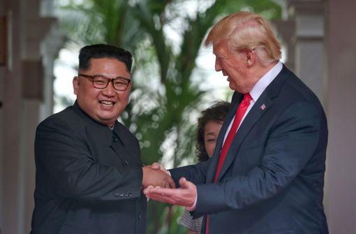 Historischer Handschlag zwischen US-Präsident und Kim Jong Un