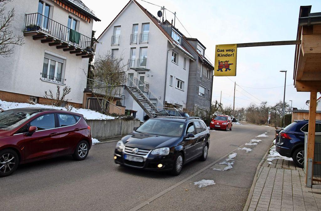 Anwohner befürchten durch den Busverkehr  in der Tiroler Straße eine Gefahr für Schulkinder. Foto: Mathias Kuhn