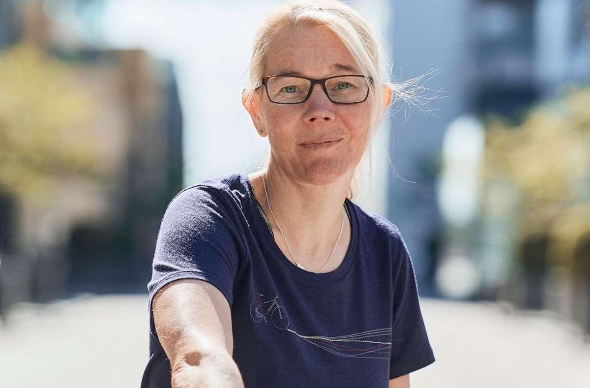 Annette Feldmann, Redakteurin bei pressedienst-fahrrad, engagiert sich beruflich für mehr Frauen in Führungspositionen und gibt privat gerne Gas auf ihrem Rennrad. Foto: pressedienst-fahrrad