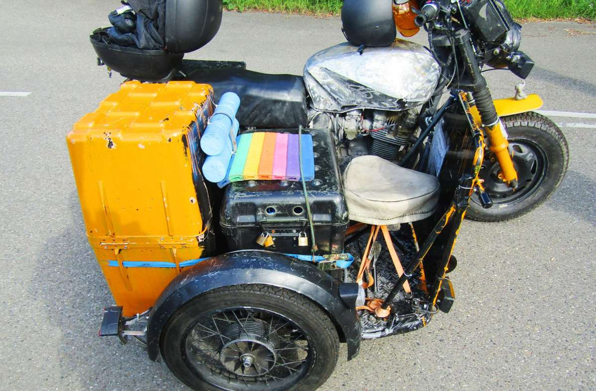 """Ein Motorrad  wie aus dem  Film """"Mad Max"""": ein Bastler, zeigt was er an Kreativität so drauf hat. Foto: Polizei"""