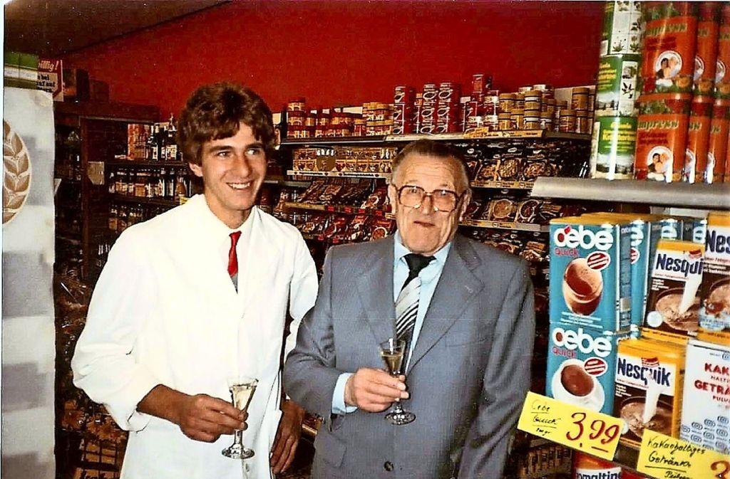 Der aktuelle Geschäftsführer Klaus Andermann mit seinem Opa,  dem Gründer Walter Knittel zum 50-Jahr-Jubiläum (linkes Foto), Mitte der 1980er Jahre. Foto: privat (3), Caroline Holowiecki