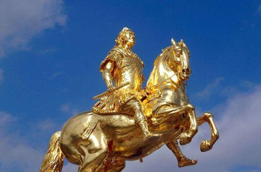Unbekannte beschädigen das  Schwert des Goldenen Reiters in Dresden