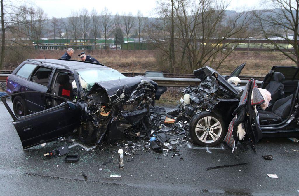 Die Bundesstraße 236 wurde nach dem Unfall gesperrt. Foto: dpa