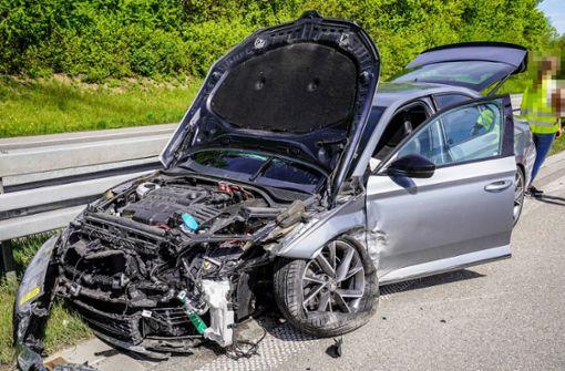 Zwei Personen bei Unfall leicht verletzt