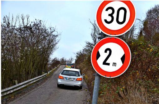 Verbotener  Schleichweg wird zur Lastwagen-Falle