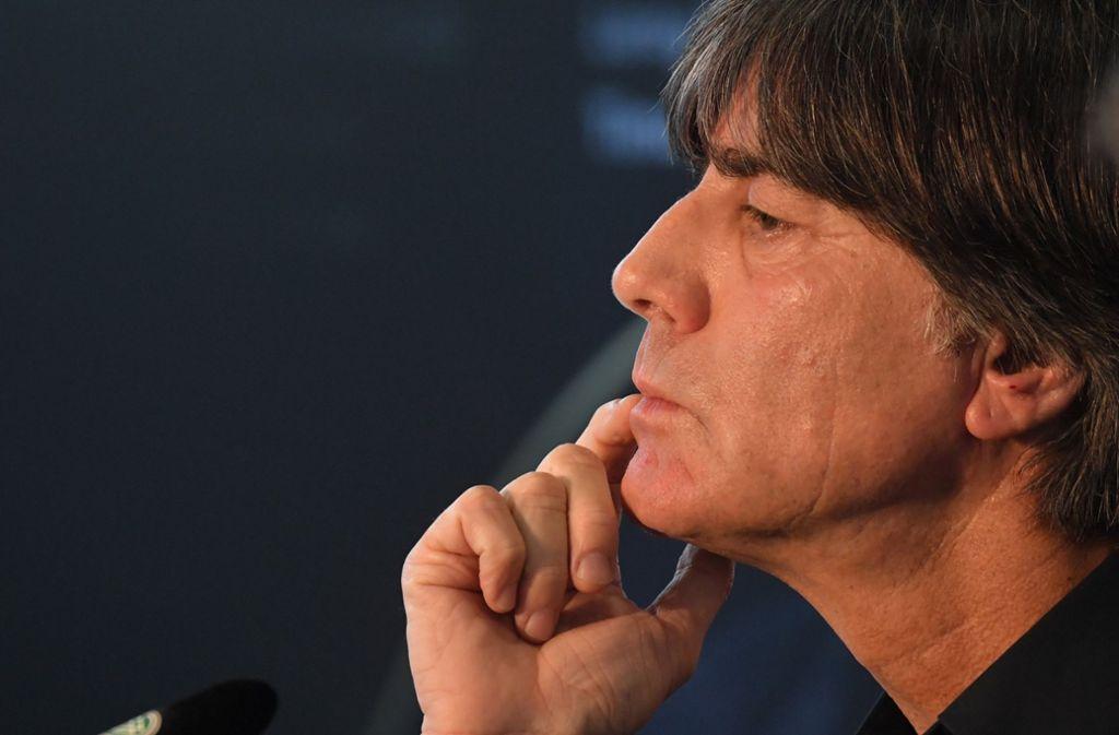 In der Kritik, aber mit sich im Reinen: Bundestrainer Joachim Löw Foto: dpa