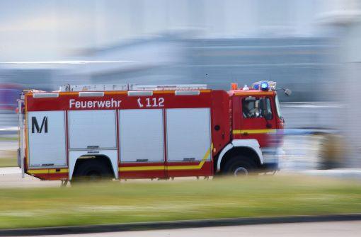 Feuerwehr rettet Kinder aus Auto