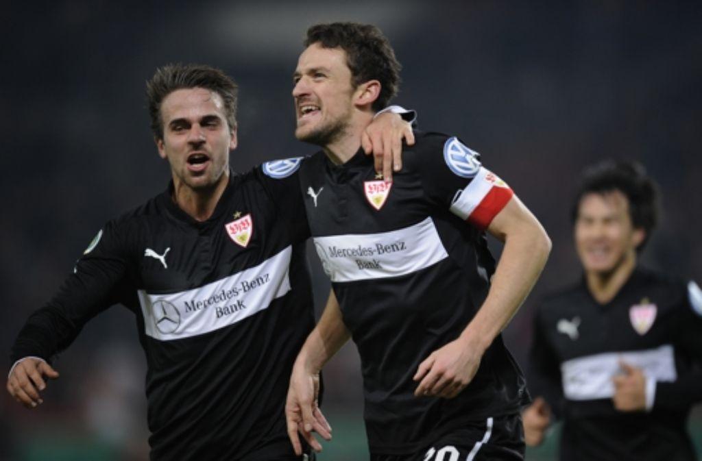 So sehen Sieger aus: Martin Harnik (links) jubelt mit Christian Gentner, der den VfB Stuttgart gegen Köln in Führung gebracht hat. Foto: dapd