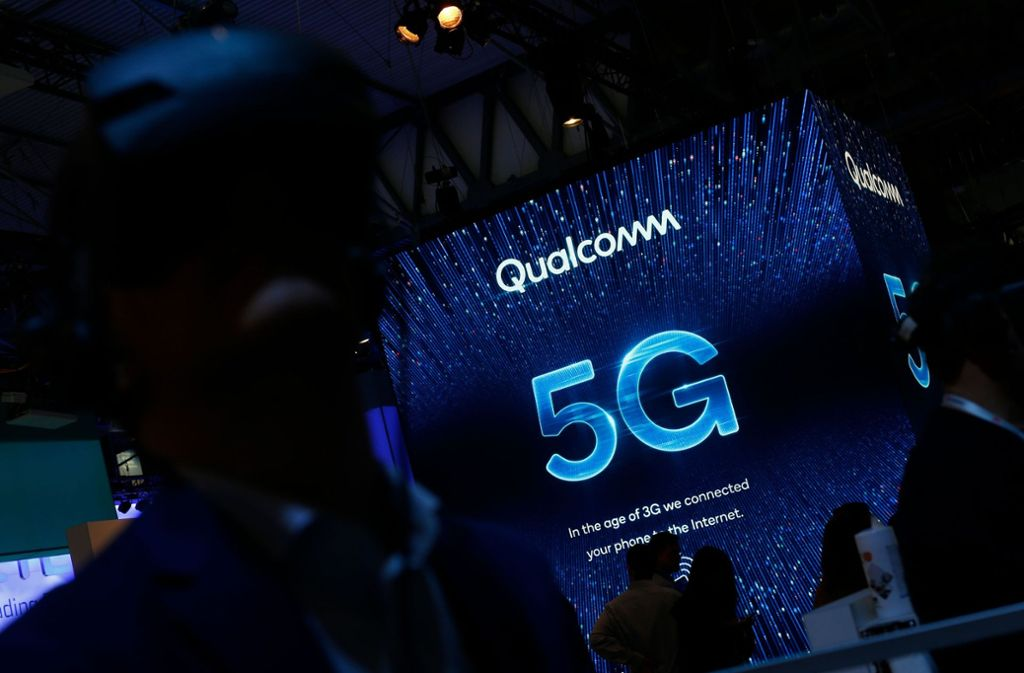 Ein Sicherheitsexperte auf der Mobilfunkmesse in Barcelona warnt vor dem neuen Standard 5G. Foto: AFP