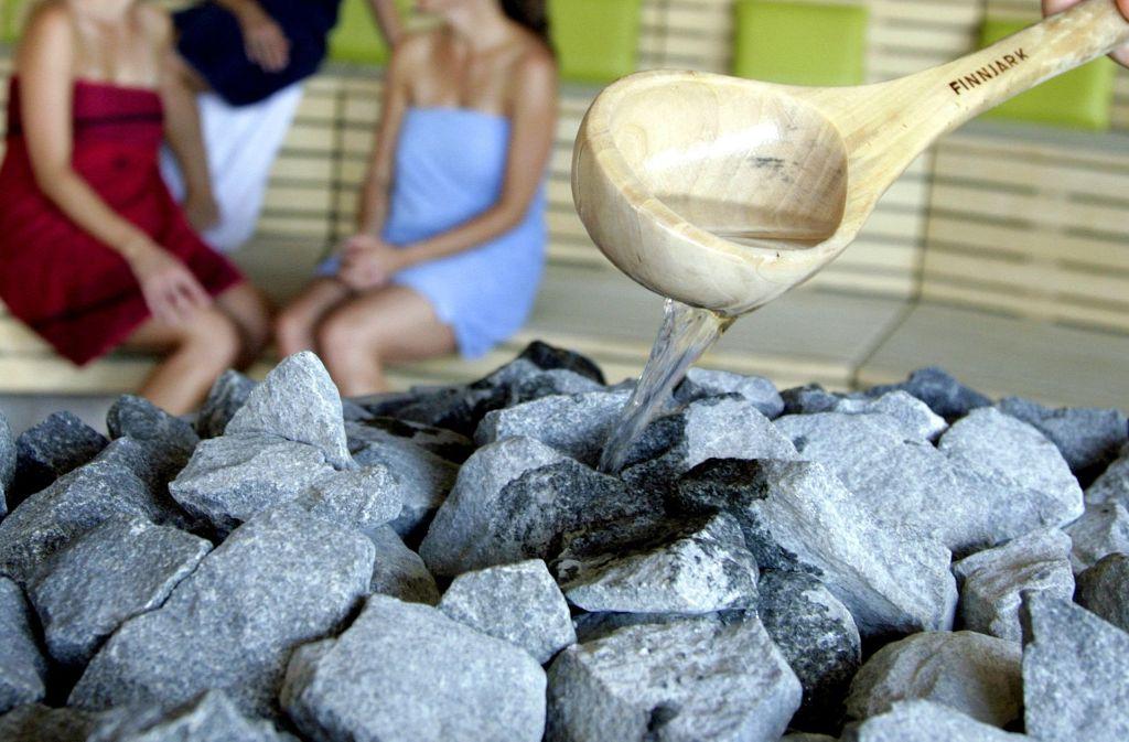 In der Sauna im Wernauer Quadrium heizen demnächst nicht nur Aufgüsse den Gästen ein. Foto: dpa