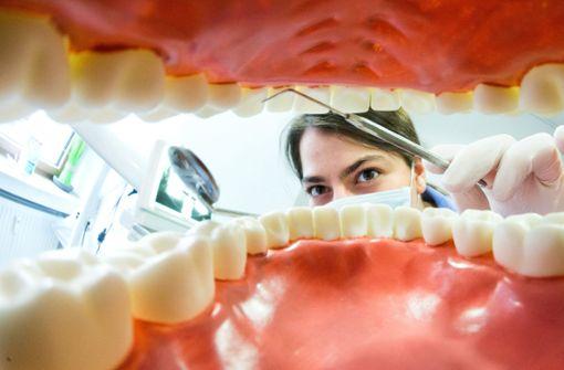 Zahnprothese steckt Rentner  tagelang im Hals  fest