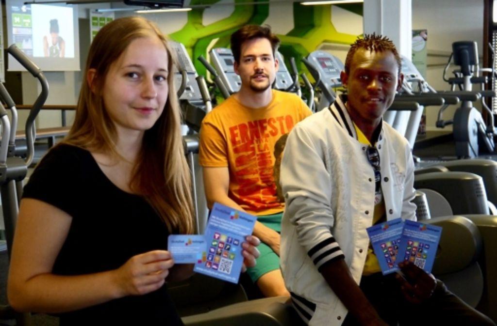 Die Studenten Dorothea Sauer, Stefan Honermann und Alex Zefack (v.l.) haben schon die neue Studydeal-Karte. Foto: Nina Ayerle
