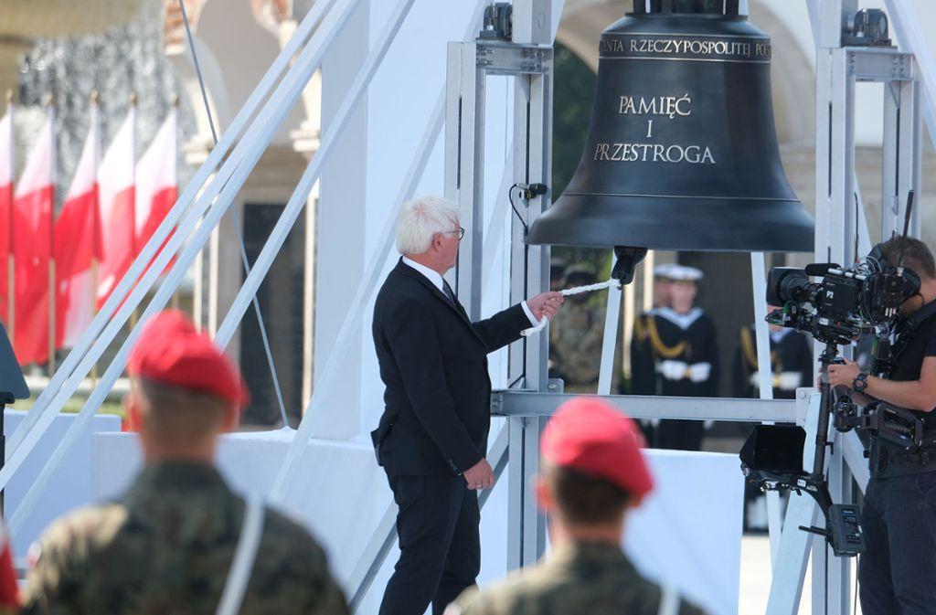 Steinmeier läutet die Glocke der Erinnerung Foto: Getty Images