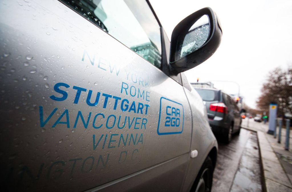 Ein Smart von Car2Go steht in der Stuttgarter Innenstadt auf einem Parkplatz. Foto: dpa