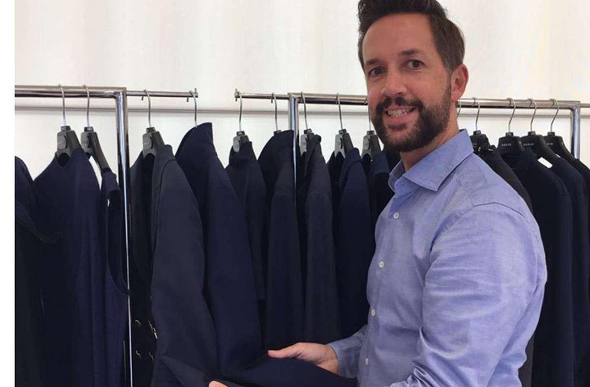 Marco Mangold, der Chef des Stuttgarter Modegeschäfts  Koelble & Brunotte, bei der Präsentation des Luxusmodelabels Akris in der Schweiz. Foto: StZ