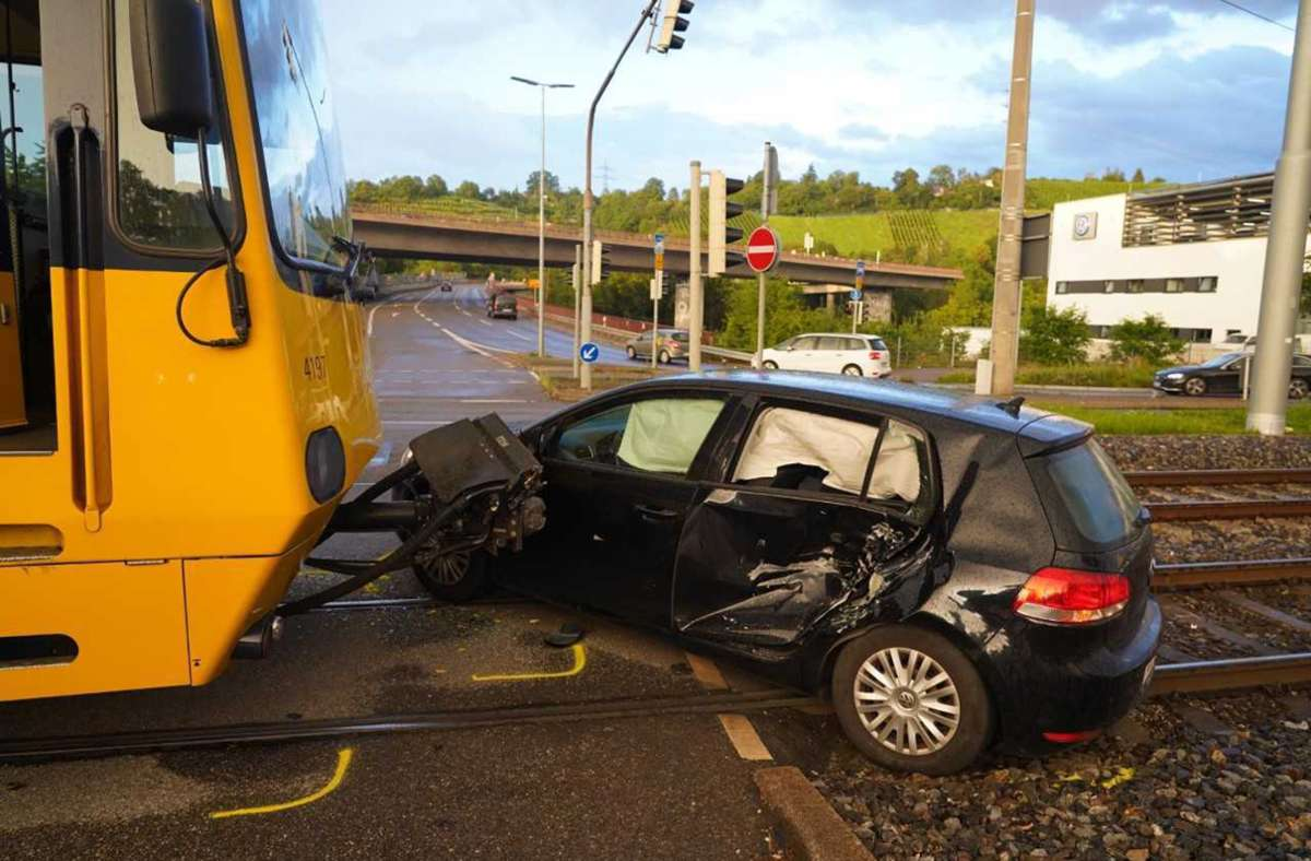 Bei dem Unfall entstand immenser Sachschaden. Foto: Andreas Rosar/Fotoagentur Stuttgart