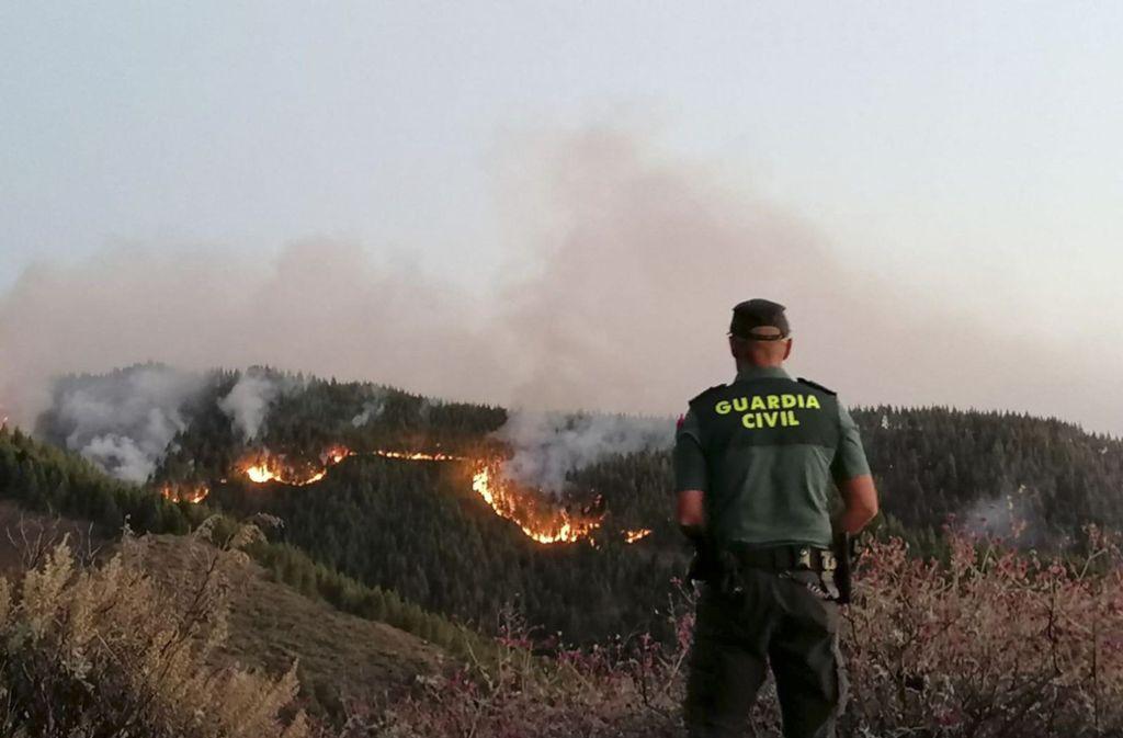 Der Brand auf Gran Canaria breitet sich aus, 600 Feuerwehrleute und Armeeangehörige halten dagegen. Foto: AP