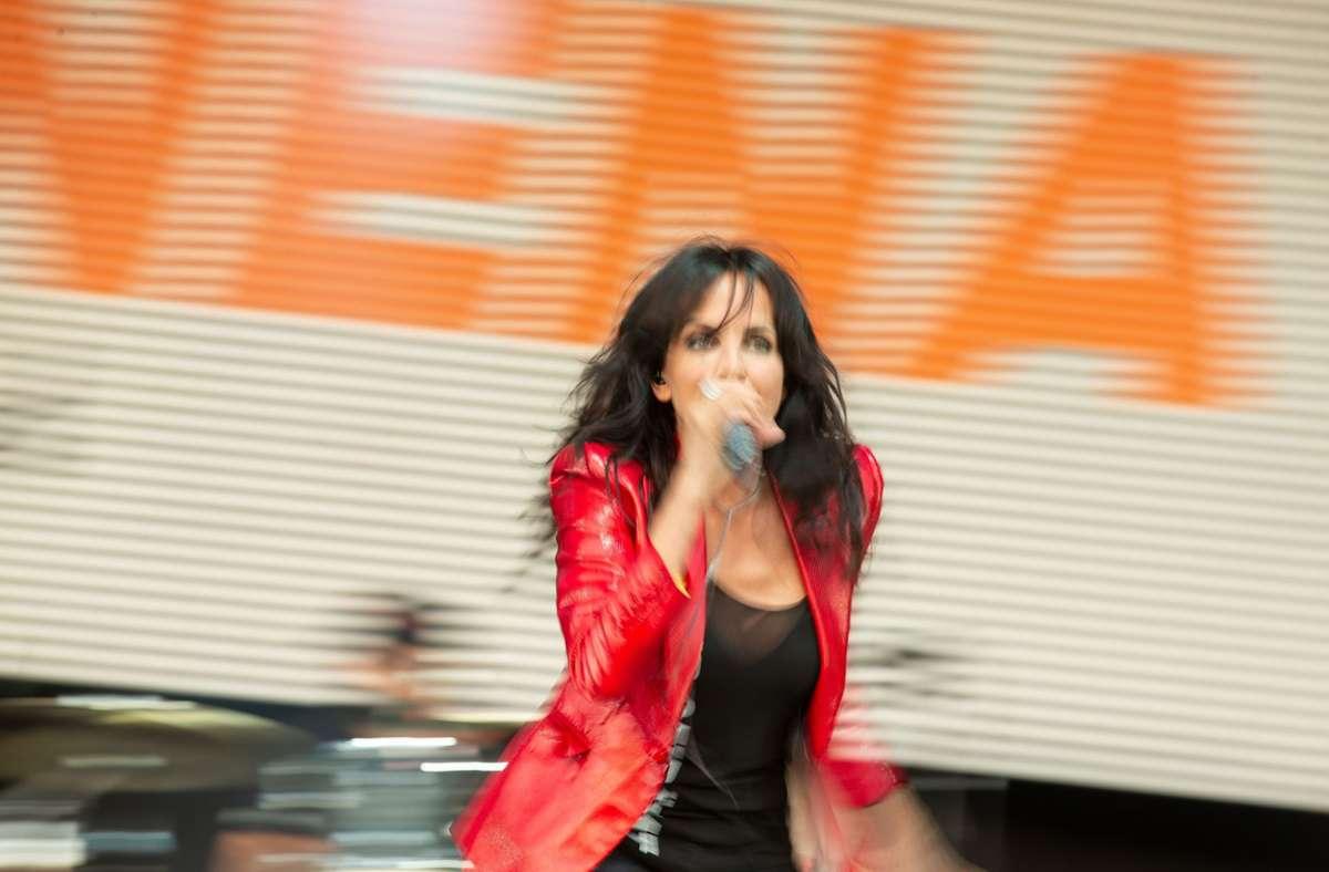 Energiegeladen: Nena bei ihrem Auftritt am Flughafen Foto: Lichtgut/Leif Piechowski