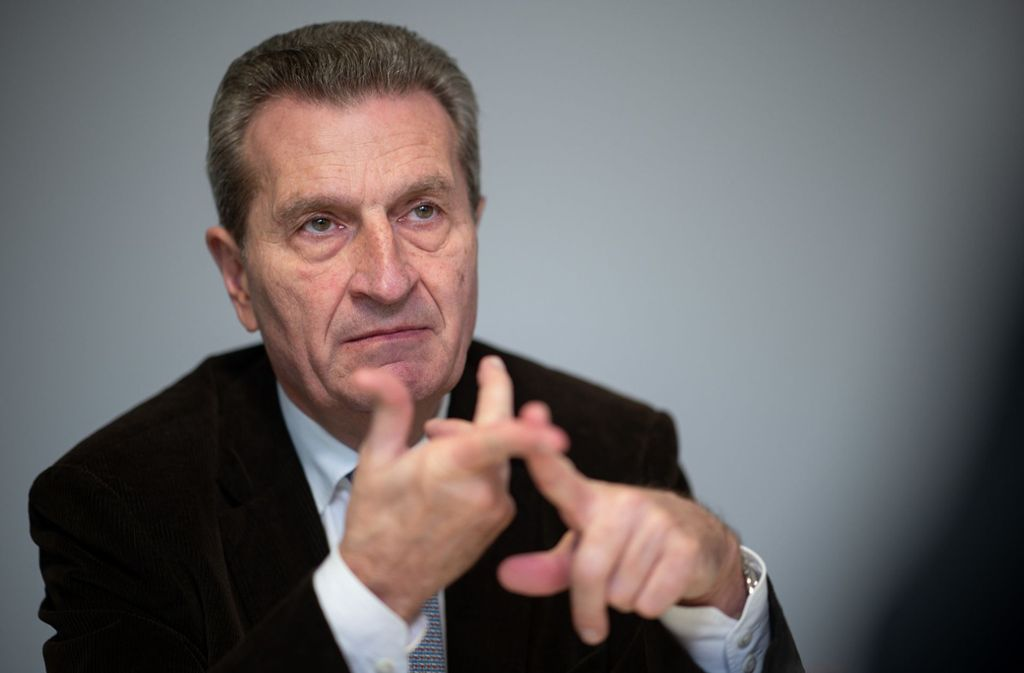 Günther Oettinger glaubt an die Zukunft der Schiene. Foto: dpa/Sebastian Gollnow