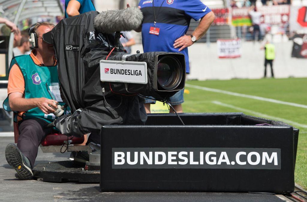 DAZN wird ab der kommende Saison auch Bundesliga live zeigen. Foto: dpa
