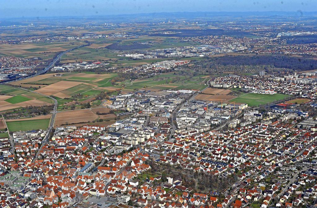 Blick ins Strohgäu. Vorne im Bild liegt Gerlingen. Foto: Werner Kuhnle