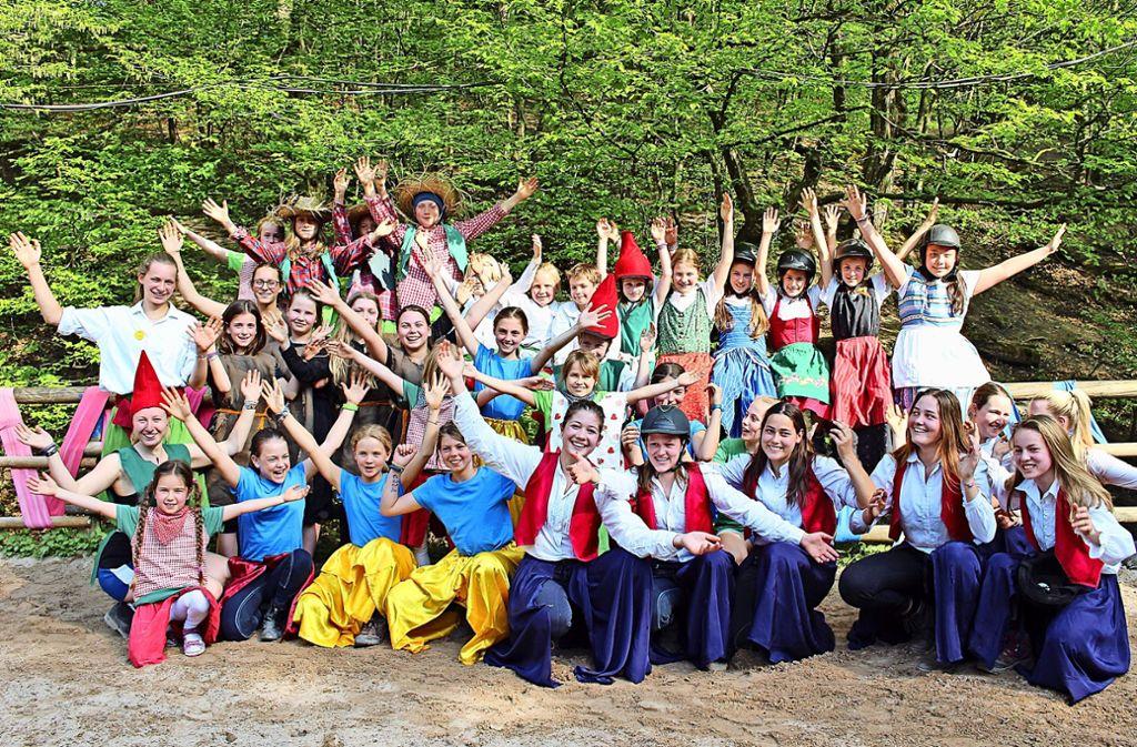 Die heutigen Jugendfarm-Kinder haben die Gäste des  großen Ehemaligentreffens mit bunten  Darbietungen unterhalten. Foto: Caroline Holowiecki