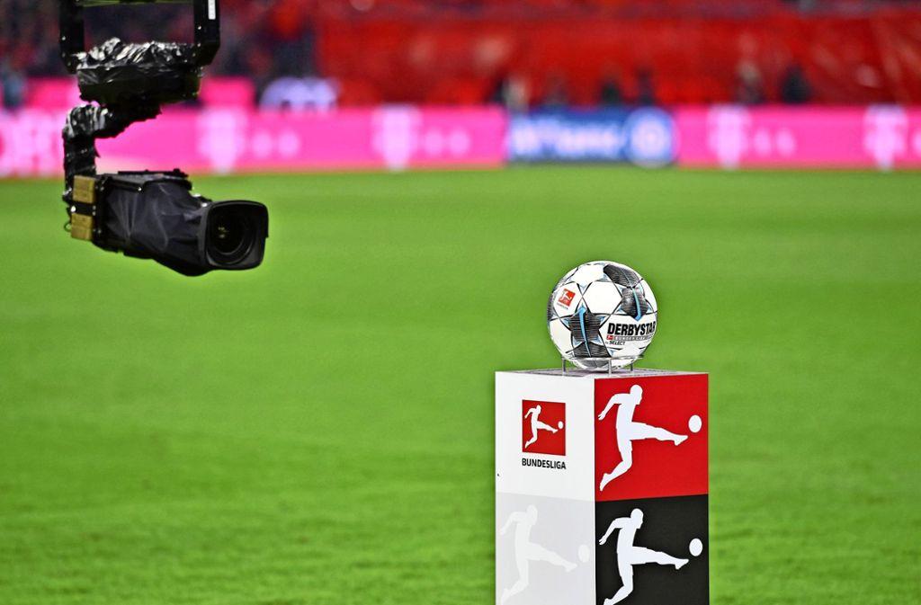 Noch ruht der Ball in der Fußball-Bundesliga. Wie lange noch, ist offen. Foto: imago/Sven Simon