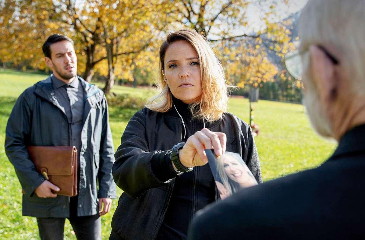 Lisa Kuen (Patricia Aulitzky) und Yusuf-Demir (Dominik Raneburger, li.) ermitteln in Kuens  Tiroler Heimatdorf. Foto: ZDF/Laab Heinz