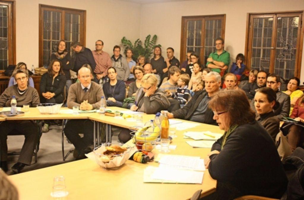 Familien  haben am Dienstag in der Sitzung des Sozialausschusses Präsenz gezeigt. Die Luft wurde schnell sehr stickig. Foto: Natalie Kanter