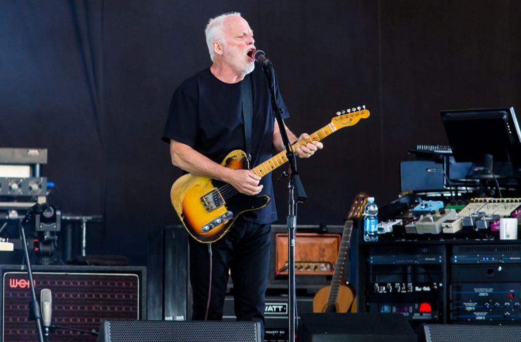 David Gilmour hat auf dem Stuttgarter Schlossplatz die Rockgeschichte zelebriert. Foto: dpa