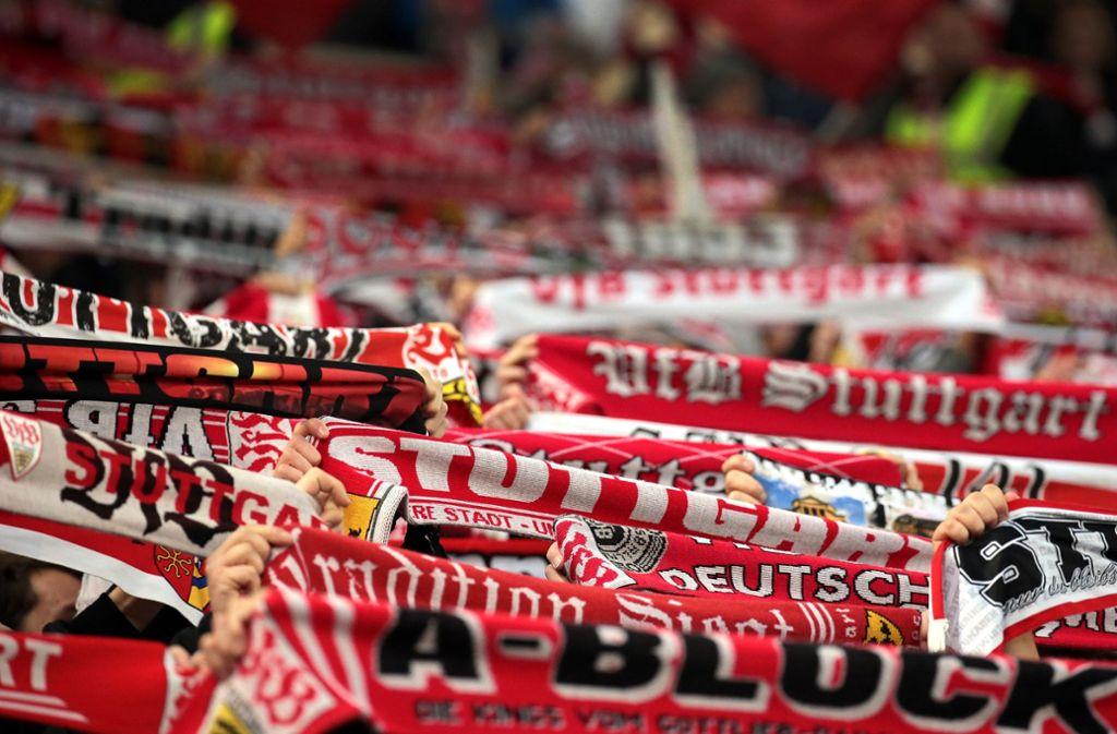 Die Fans des VfB Stuttgart sind unzufrieden und verleihen ihrem Unmut Ausdruck. Foto: Pressefoto Baumann