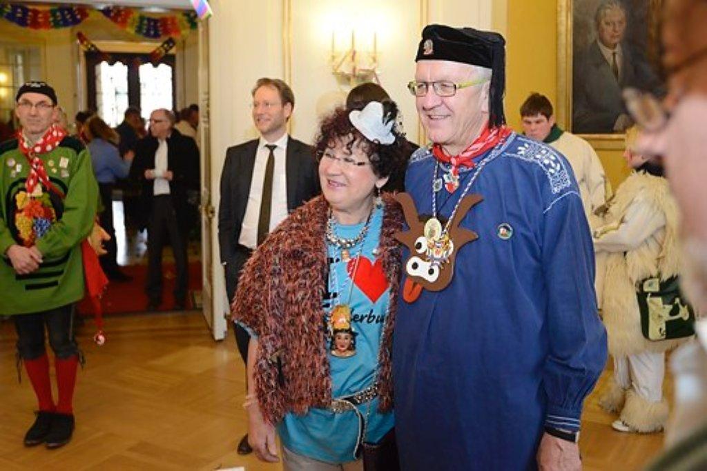 Am Mittwoch haben die Narren den Amtssitz von Ministerpräsident Winfried Kretschmann gestürmt und wurden von ihm und seiner Frau Gerlinde mit offenen Armen empfangen. Foto: www.7aktuell.de | Oskar Eyb