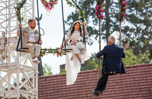 Artistin heiratet auf dem Hochseil