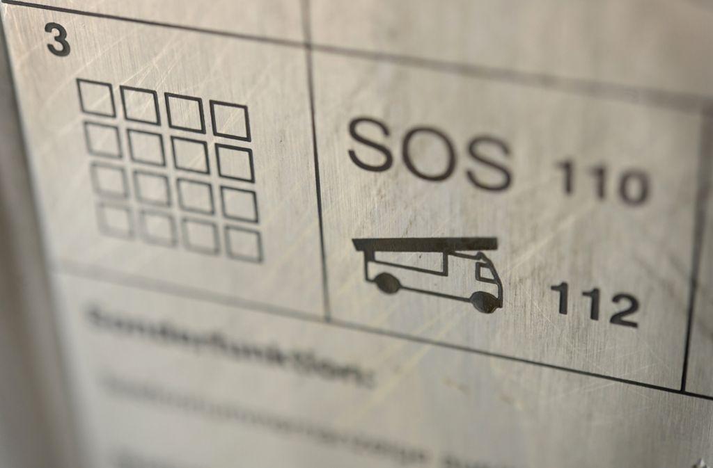 Im Rhein-Neckar-Kreis muss man derzeit die Notrufnummern 112 und 19222 übers Handy wählen. (Symbolfoto) Foto: dpa