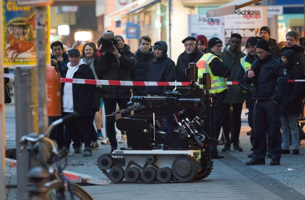 In Berlin war am Freitag ein Sprengstoff-Roboter im Einsatz. Foto: Georg Moritz