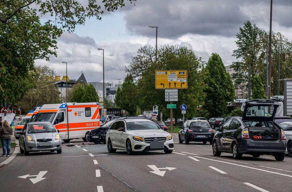 Bei einem Unfall in Sindelfingen wurden sechs Menschen verletzt. Foto: SDMG