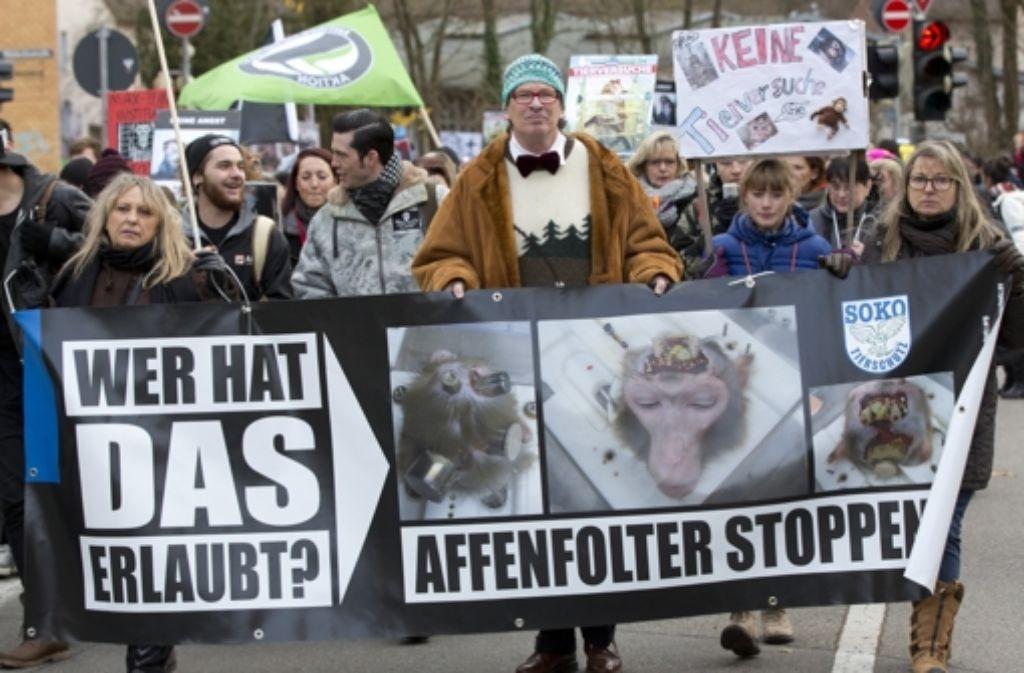 Eine Demonstration von Tierschützern im Dezember 2014 in Tübingen, zu der die Organisation Soko Tierschutz aufgerufen hat Foto: dpa