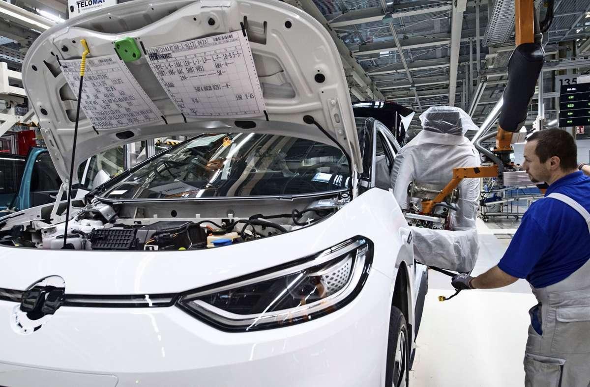 Elektrofahrzeuge scheinen mittlerweile keine Akzeptanzprobleme mehr zu haben. Foto: dpa/Hendrik Schmidt