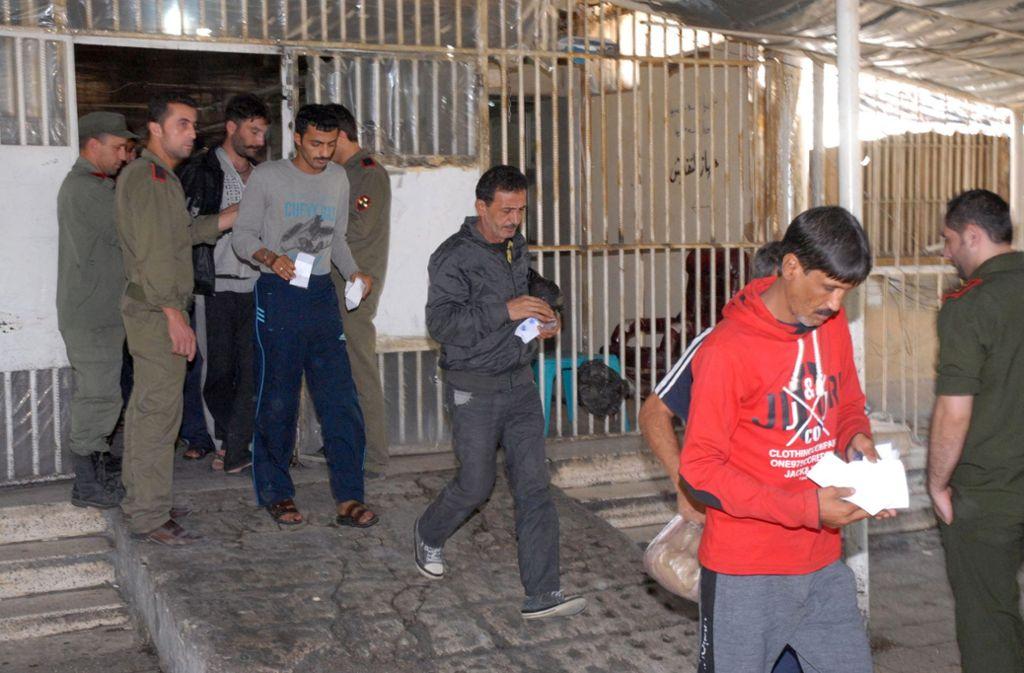 Das Foto zeigt die Freilassung syrischer Gefangener in Damaskus, es gehört nicht zu Caesars Fotos. Foto: SANA